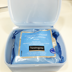 Neutrogena Makeup Remover Cleansing Container